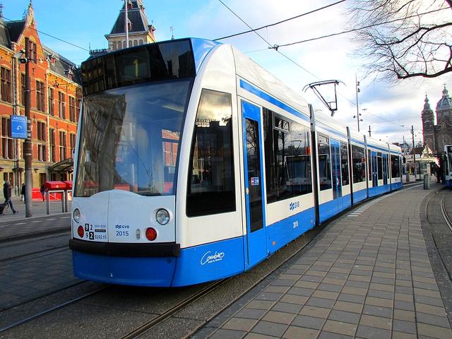 В трамвае и автобусе можно