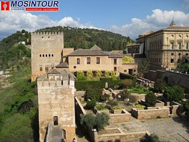 Дворцовый комплекс Альгамбра в Гранаде - интересная ...