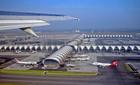 В Париже находится Аэропорт Шарля де Голля, больше известный под названием Аэропорт Roissy.