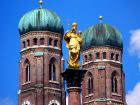Золотая статуя Святой Марии на Мариенплац , Мюнхен, Германия