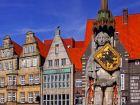 На рынке в Бремене, Германия, статуя Роланда