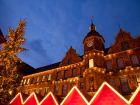 Рождественский рынок и Altstadt ратуша в Дюссельдорфе